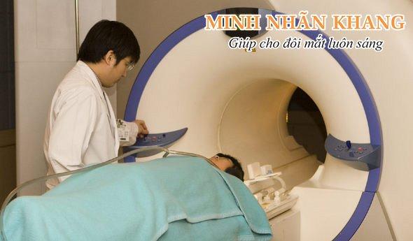Chụp cộng hưởng từ não bộ để đánh giá mối quan hệ giữa đục thủy tinh thể và bệnh Alzheimer